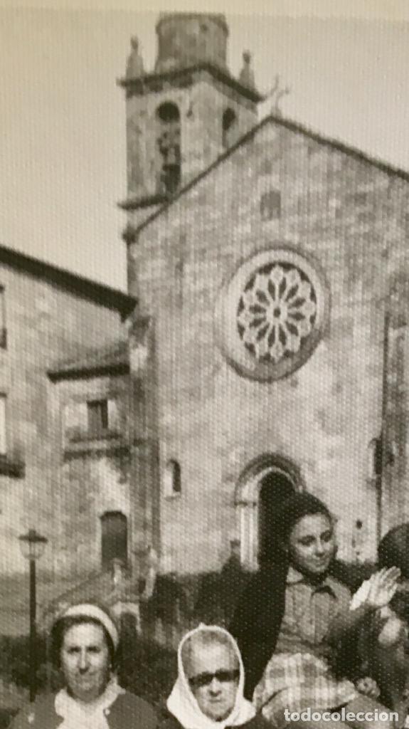 Fotografía antigua: Pontevedra iglesia de San Francisco mujeres en banco 10x17,5 - Foto 7 - 62253600