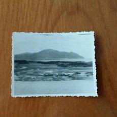 Fotografía antigua: ANTIGUA FOTOGRAFÍA DEL MONTE BUCIERO EN SANTOÑA CANTABRIA. 8.5 X 6.5 CM. Lote 62595176
