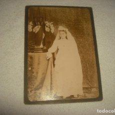 Fotografía antigua: ANTIGUA FOTO DE COMUNION DE NIÑA . 13 X 18 CM.. Lote 64681895