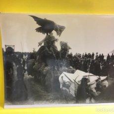 Fotografía antigua: CARNAVALES SAN SEBASTIÁN DONOSTI 1900 CARROZA FANTÁSTICA BUEYES GALARZA 18X24CMS. Lote 64933955