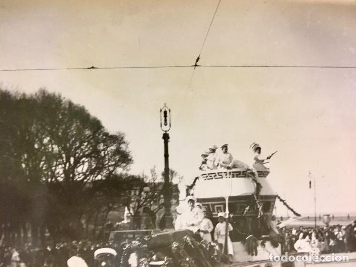 Fotografía antigua: San Sebastián carnavales 1900 fot Galarza carroza 18x24cms - Foto 3 - 64935663