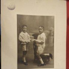 Fotografía antigua: FOTOGRAFÍA BONITA IMAGEN DE DOS NIÑOS RECUERDO PRIMERA COMUNIÓN. E ILDELMON BURGOS. PALENCIA. Lote 66454854