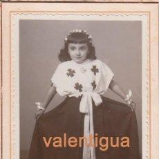 Fotografía antigua: MUY BONITA FOTOGRAFÍA DE NIÑA EN LOS AÑOS 40. FOTO VDA. DE CASTELL, CRUZ CUBIERTA, 94, BARCELONA.. Lote 67082081