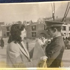 Fotografía antigua: FOTO MILITAR SUBOFICIAL CON BEBE Y MUJER 1948 FOTO CRIADO MADRID 6X7,5CMS. Lote 68028109