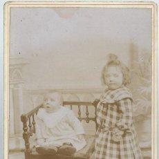 Fotografía antigua: EXTRAORDINARIA FOTOGRAFIA ANTIGUA-DE DOS NIÑAS - FOTO- ALPHONSE ? - - - ? DEL 16 - 3 - 1904. Lote 68514997