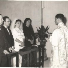 Fotografía antigua: ** P255 - FOTOGRAFIA - PAREJA DE NOVIOS EN LA CEREMONIA - 18 X 12 CM. - RF. FA0. Lote 68905165