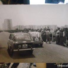 Fotografía antigua: REFE:MOVE FOTOGRAFIA ORIGINAL CADIZ FOTOS MOVELLAN - INAUGURACION BARRIADA DE LA PAZ COCHET CARRERA. Lote 72161707