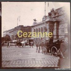 Fotografía antigua: VIENA, LA ÓPERA. ANIMADA. 9 X 9 CM. C. 1900. AUSTRIA VIENNA. WIENER STAATSOPER. Lote 74029511
