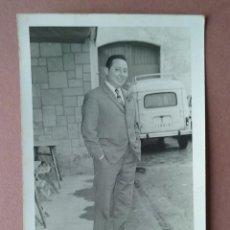 Fotografía antigua: ANTIGUA FOTOGRAFIA HOMBRE CON TRAJE. DEDICADA A LA NOVIA. FOTO GAMONAL. MIERES. 1972.. Lote 75317619