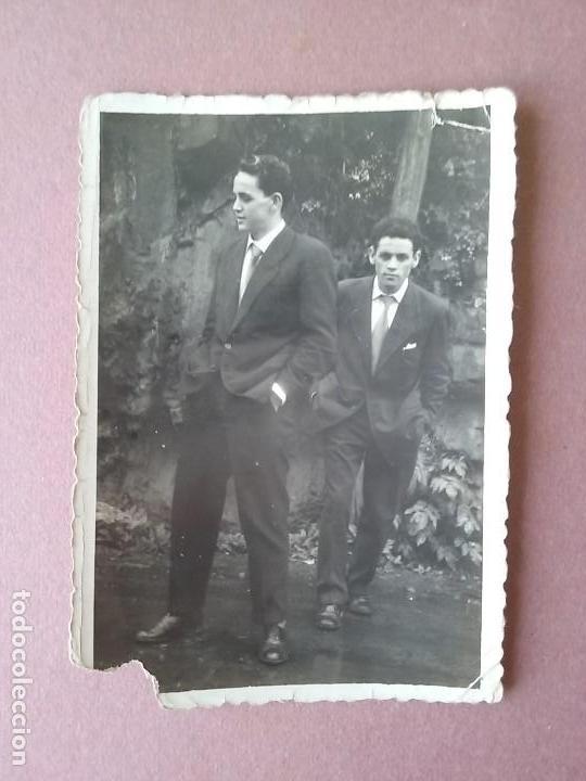 ANTIGUA FOTOGRAFIA HOMBRES JOVENES. FOTO HERMANOS ESTEBAN. MOREDA. ALLER. ASTURIAS. AÑOS 50. (Fotografía - Artística)