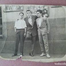 Fotografía antigua: ANTIGUA FOTOGRAFIA HOMBRES JOVENES. FIGAREDO MIERES ?. ASTURIAS. AÑOS 50.. Lote 75618195