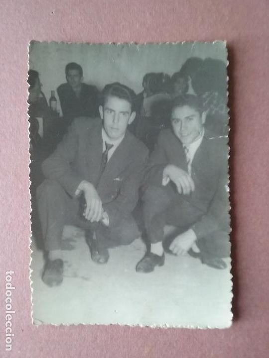 ANTIGUA FOTOGRAFIA HOMBRES JOVENES. MIERES ALLER ?. ASTURIAS. AÑOS 50. (Fotografía - Artística)