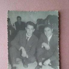 Fotografía antigua: ANTIGUA FOTOGRAFIA HOMBRES JOVENES. MIERES ALLER ?. ASTURIAS. AÑOS 50.. Lote 75629983