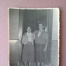 Fotografía antigua: ANTIGUA FOTOGRAFIA MUJERES JOVENES. ALLER ?. ASTURIAS. AÑOS 50.. Lote 75632975