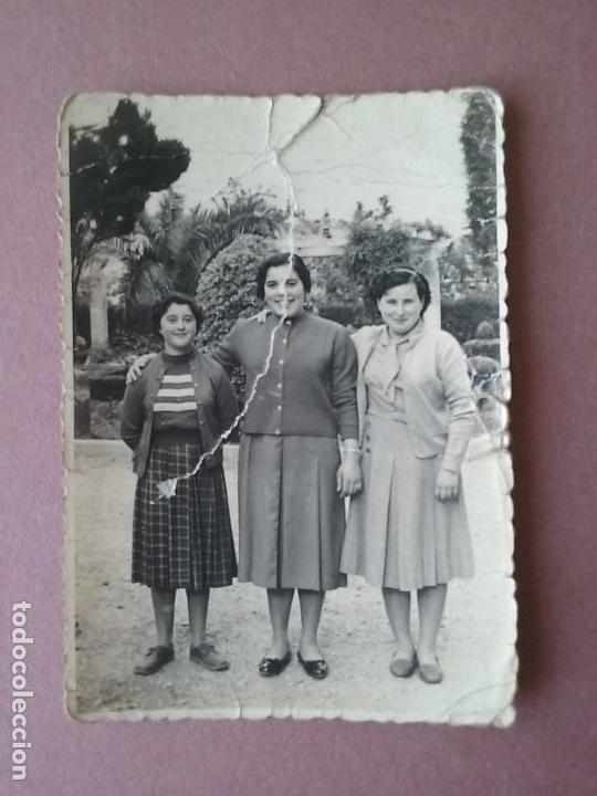 ANTIGUA FOTOGRAFIA MUJERES JOVENES. MIERES ALLER ?. ASTURIAS. AÑOS 50. (Fotografía - Artística)