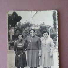 Fotografía antigua: ANTIGUA FOTOGRAFIA MUJERES JOVENES. MIERES ALLER ?. ASTURIAS. AÑOS 50.. Lote 75633299