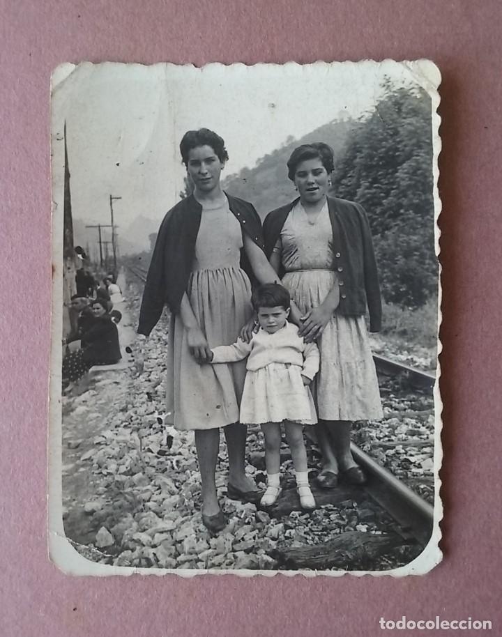 ANTIGUA FOTOGRAFIA MUJERES CON NIÑA. MIERES ALLER ?. ASTURIAS. AÑOS 50. (Fotografía - Artística)