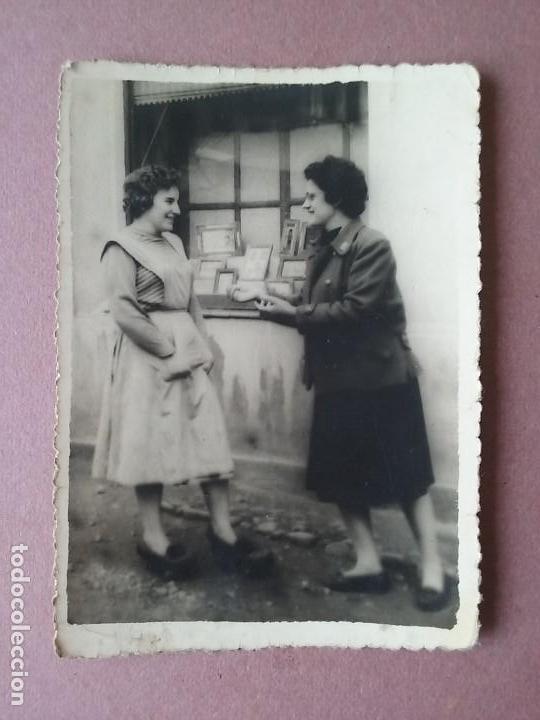 ANTIGUA FOTOGRAFIA DOS MUJERES. MIERES ALLER ?. ASTURIAS. AÑOS 50. (Fotografía - Artística)