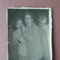 Fotografía antigua: ANTIGUA FOTOGRAFIA PAREJA EN EL BAILE. MIERES ALLER ?. ASTURIAS. AÑOS 50.. Lote 75634999