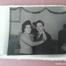 Fotografía antigua: ANTIGUA FOTOGRAFIA PAREJA EN EL BAILE. MIERES ALLER ?. ASTURIAS. AÑOS 50.. Lote 75635227