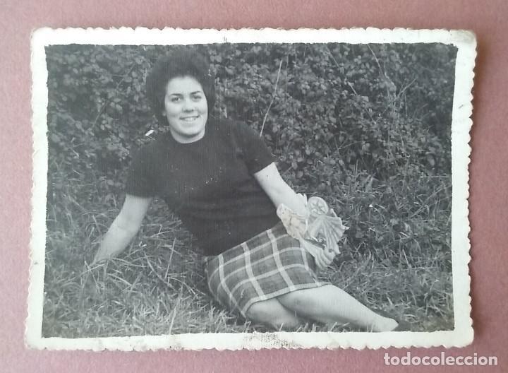 ANTIGUA FOTOGRAFIA MUJER SENTADA. ALLER ?. ASTURIAS. AÑOS 50 - 60. (Fotografía - Artística)