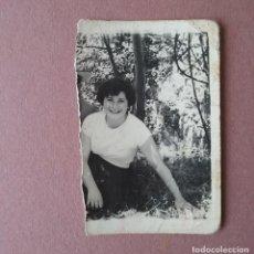 Fotografía antigua: ANTIGUA FOTOGRAFIA MUJER JOVEN. MIERES ALLER ?. ASTURIAS. AÑOS 50.. Lote 75638919