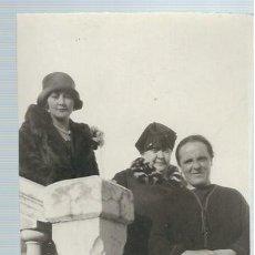 Fotografía antigua: AR1- EXTRAORDINARIAS FOTO-POSTAL ANTIGUA TRES DAMAS EN EL INSTITUTO RUBIO DE MADRID EL 20 - 3 - 1927. Lote 75971471