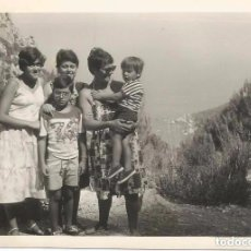 Fotografía antigua: ** SS142 - FOTOGRAFIA - GRUPO FAMILIAR - PALMA DE MALLORCA - 1977. Lote 76187891