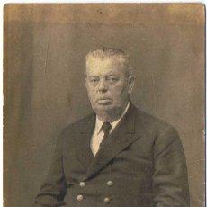 Fotografía antigua: ANTIGUA FOTOGRAFÍA DE HOMBRE POSANDO. AÑOS 40. Lote 77018033