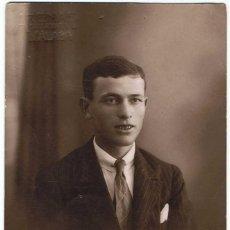 Fotografía antigua: ANTIGUA FOTO-POSTAL DE HOMBRE JOVEN POSANDO. FOTO ARENAS SANTAMARÍA, MÁLAGA. Lote 77483077