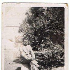 Fotografía antigua: ANTIGUA FOTOGRAFÍA DE CHICO JOVEN POSANDO. Lote 77484349