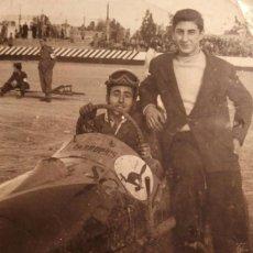 Fotografía antigua: ALICANTE - BÓLIDOS EN RENATO BARDIN - AÑOS 50 - 2 FOTOGRAFÍAS DE HNOS. GARCIA.. Lote 77608537