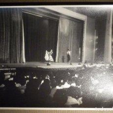 Fotografía antigua: ANTIGUA FOTOGRAFIA ORIGINAL - LINA Y MIGUEL - BAILAORES DE FLAMENCO EN TEATRO 19,5 X 24,5 CM. Lote 79307357