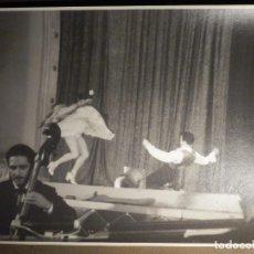 Fotografía antigua: ANTIGUA FOTOGRAFIA ORIGINAL - LINA Y MIGUEL - BAILAORES DE FLAMENCO EN TEATRO 19,5 X 24,5 CM. Lote 79308469
