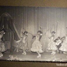 Fotografía antigua: ANTIGUA FOTOGRAFIA ORIGINAL - LINA Y MIGUEL - BAILAORAS DE FLAMENCO EN TEATRO 17,5 X 11,5 CM. Lote 79311281