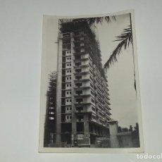 Fotografía antigua: ANTIGUA FOTOGRAFÍA CONSTRUCCION DEL EDIFICIO REPRESENTANTES ALICANTE AÑOS 60 ORIGINAL. Lote 80173829