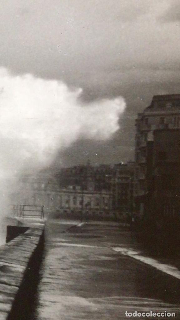 Fotografía antigua: San Sebastián Donosti 1940 galerna ola rompiendo puerto mirador 17x11cm - Foto 5 - 82085580