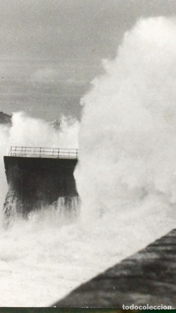 Fotografía antigua: San Sebastián Donosti 1940 galerna ola rompiendo puerto mirador 17x11cm - Foto 6 - 82085580
