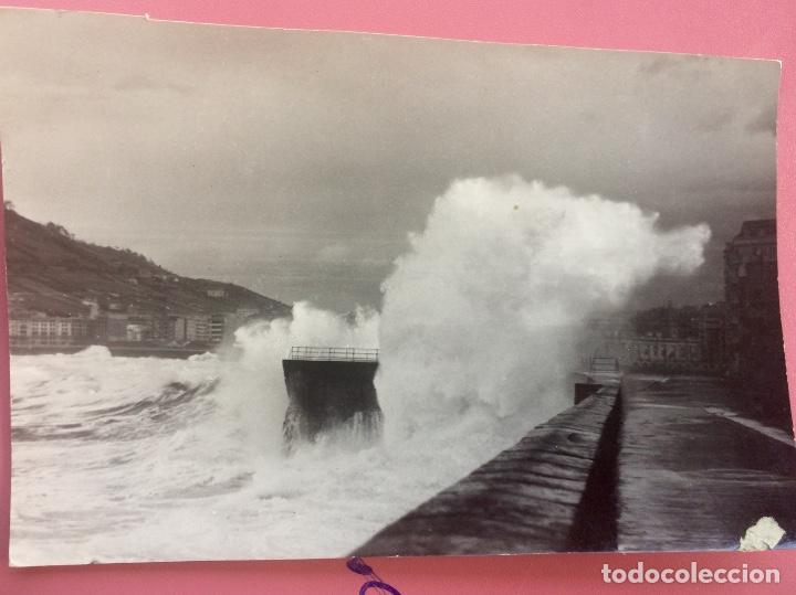 Fotografía antigua: San Sebastián Donosti 1940 galerna ola rompiendo puerto mirador 17x11cm - Foto 7 - 82085580