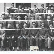Fotografía antigua: COL.H.H. MARISTAS. MURCIA. ENTRE LOS ALUMNOS D.JUAN LUÍS BERMEJO Y EL PINTOR D.JOSE MARÍA FALGAS. BO. Lote 83024772