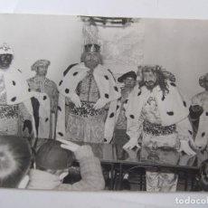 Fotografía antigua: FOTOGRAFIA DE REYES MAGOS - 1970 - FOTO ESTEVE - GRANADA - 18X12,5. Lote 85708120
