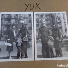 Fotografía antigua: 2 FOTOS AÑOS 60/70 CON FALLA AL FONDO - FALLAS VALENCIA - BLANCO Y NEGRO. Lote 86521680