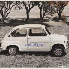 Fotografía antigua: FANTÁSTICA FOTOGRAFÍA GRAN TAMAÑO DEL SEAT 600 L- ESPECIAL. AÑOS 70. AUTOMÓVIL, COCHE.. Lote 146007882