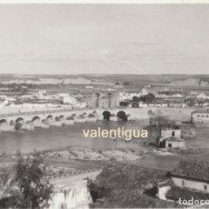 Fotografía antigua: FOTOGRAFÍA. IMPRESIONANTE VISTA DEL PUENTE ROMANO DE CÓRDOBA. AÑOS 60.. Lote 86981180