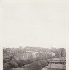 Fotografía antigua: FANTÁSTICA FOTOGRAFÍA. VISTA MADRID. RIO MANZANARES Y PUENTE REINA VICTORIA. BARRIO BOMBILLA. 60S . Lote 87143640