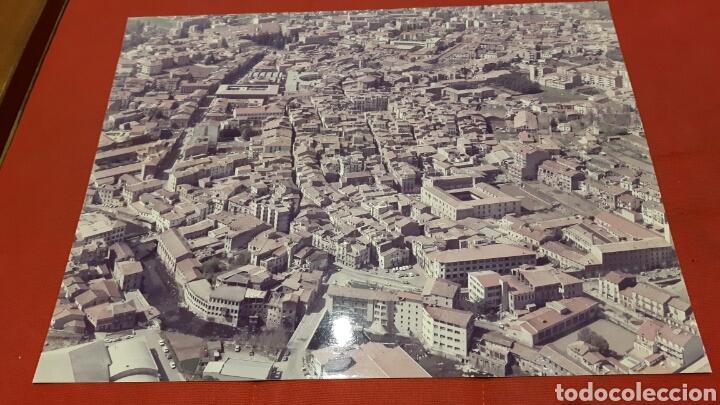 FOTOGRAFIA AEREA MEDIDA A3 DE OLOT (GIRONA) AÑOS 70 (Fotografía - Artística)