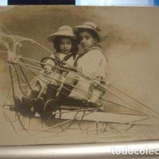 Fotografía antigua: FOTOGRAFIA DE NIÑOS EN AVIONETA - PORTAL DEL COL·LECCIONISTA . Lote 90033772