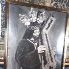 Fotografía antigua: SEMANA SANTA ARCOS DE LA FRONTERA CADIZ, GRAN IMAGEN DEL CRISTO NAZARENO - ENMARCADO MADERA ALPACA . Lote 90966685