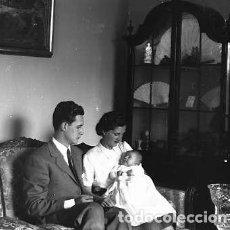 Fotografía antigua: RETRATO MATRIMONIO CON NIÑO PLACA CRISTAL NEGATIVA 9 X 12 CM. . Lote 92239675