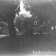 Fotografía antigua: FOTO CASA PUEBLO ?? PLACA CRISTAL NEGATIVA 9 X 12 CM. . Lote 92256635